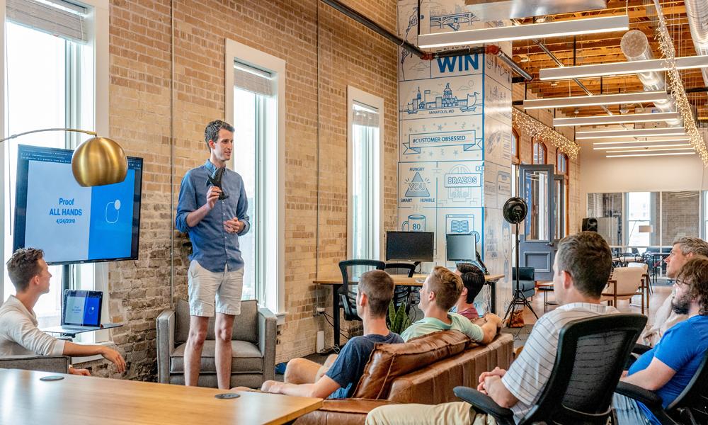 Ein Inhouse Workshop bildet Mitarbeiter weiter und steigert somit den Unternehmenserfolg langfristig.